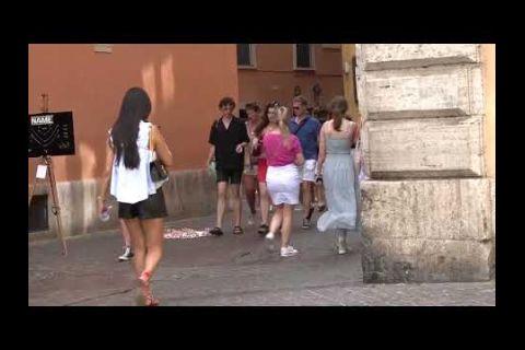 Embedded thumbnail for Italia recupera parte de su turismo y atrae a famosos como Clooney o Jolie