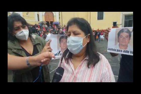 Embedded thumbnail for Periodistas mexicanos protestan por el asesinato y decapitación de reportero en Veracruz