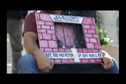 Embedded thumbnail for Steve Bannon, detenido por defraudar a donantes para el muro de Trump