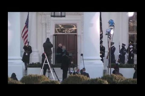 Embedded thumbnail for Joe Biden entra a la Casa Blanca tras jurar el cargo como presidente de EE.UU.