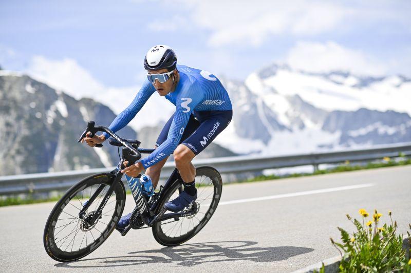 El ciclista español Marc Soler, del Movistar, durante la séptima etapa de la Vuelta a Suiza, una contrarreloj de 23,2 kilómetros entre disentis-Sedrun a Andermatt.