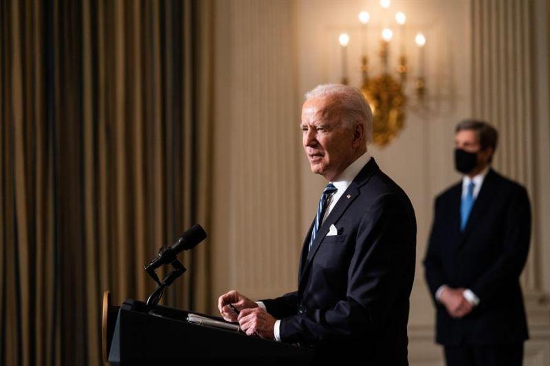 l presidente de EE.UU., Joe Biden, habla durante una conferencia de prensa en la Casa Blanca en Washington (EE.UU.), ayer 27 de enero de 2021.