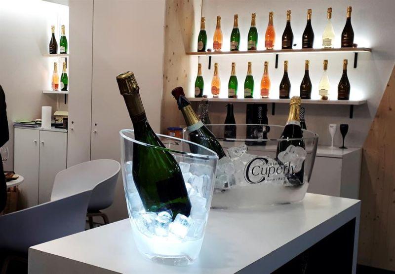 Vista de uno de los mostradores de la feria de vinos Vinexpo de París, la principal feria del sector en Francia, celebrada en febrero de 2020.