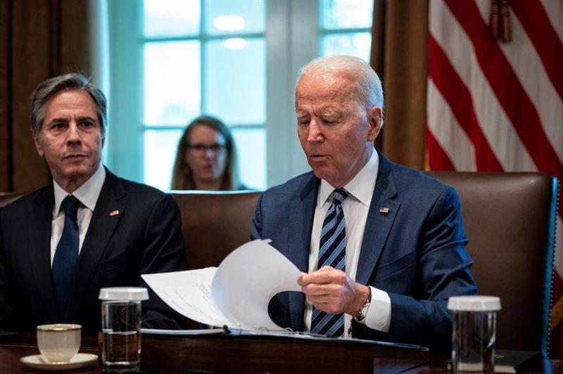 El presidente de los Estados Unidos, Joe Biden, habla durante una reunión de gabinete en la Casa Blanca en Washington, DC, Estados Unidos.