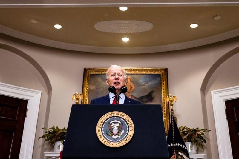 El presidente de Estados Unidos, Joe Biden, se dirige a la nación desde la Casa Blanca en Washington (EE.UU.), hoy 27 de febrero de 2021.
