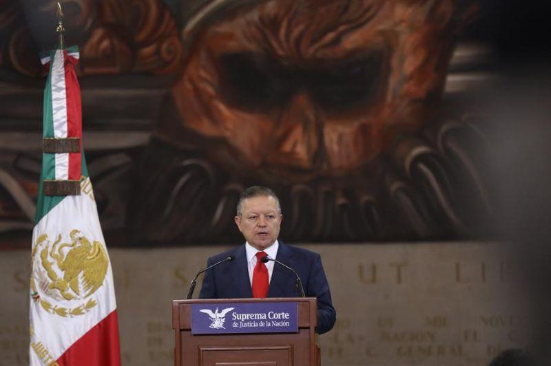 El presidente de la Suprema Corte de Justicia de la Nación (SCJN), Arturo Zaldívar, habla durante una rueda de prensa hoy, en Ciudad de México (México).
