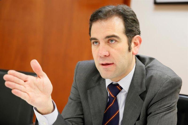 Fotografía de archivo fechada el 2 de febrero de 2018 que muestra al presidente del Instituto Nacional Electoral (INE), Lorenzo Córdova, en Ciudad de México (México).