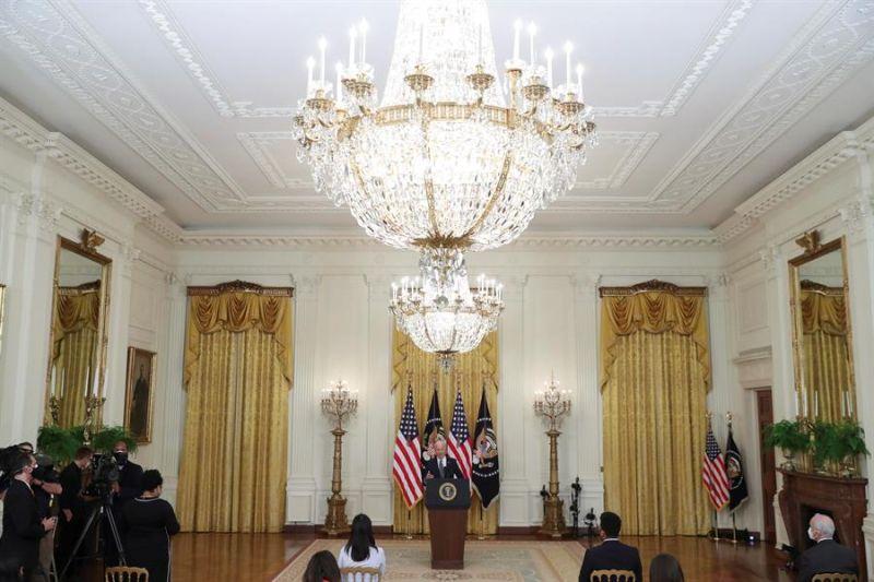 El presidente de EE.UU., Joe Biden, habla durante la primera rueda de prensa de su mandato, este jueves 25 de marzo de 2021, en la Casa Blanca en Washington (EE.UU.).