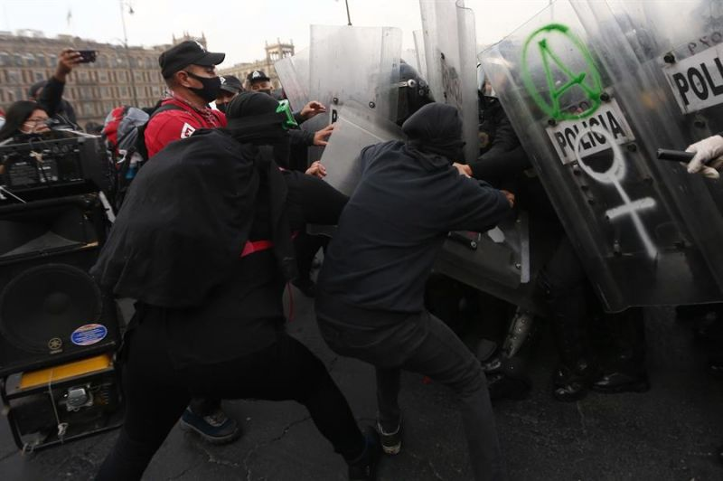 Mujeres activistas son vistas durante una protesta el pasado 2 de marzo de 2021, en Ciudad de México (México).