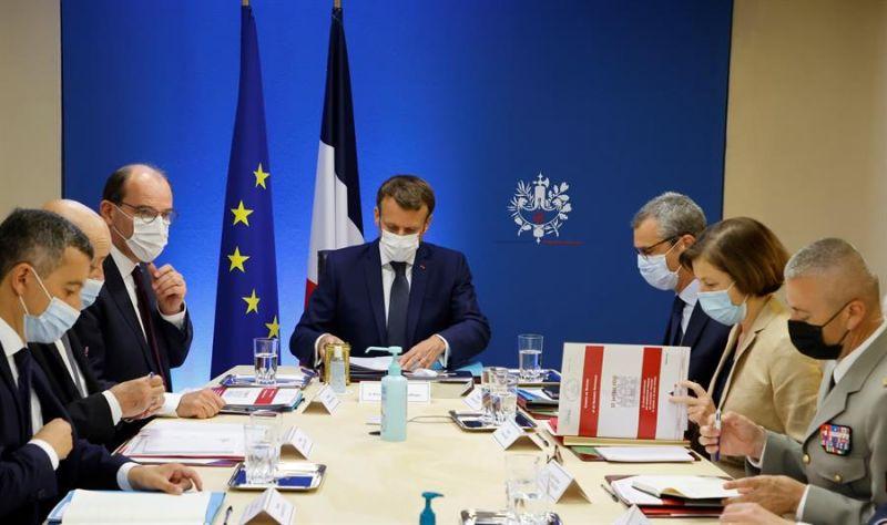 """El presidente francés, Emmanuel Macron, organiza este jueves una reunión """"excepcional"""" sobre el sistema de espionaje Pegasus con miembros de su Gobierno en el Palacio del Eliseo - 220721"""