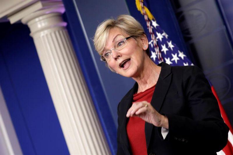 La secretaria de Energía estadounidense, Jennifer Granholm, habla durante una rueda de prensa en la Casa Blanca en Washington (EE.UU.), ayer 8 de abril de 2021.