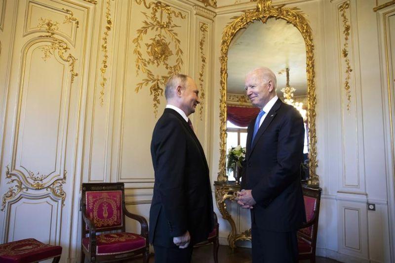 Los presidentes de Estados Unidos, Joe Biden (d), y de Rusia, Vladímir Putin - 02 - 160621